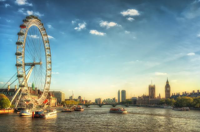 Vẻ đẹp yên bình bên dòng Thames, nơi hội tụ những danh thắng nổi tiếng xư sở sương mù như tháp đồng hồ Big Ben, cầu tháp Tower Bridge, vòng quay quan sát lớn thứ 4 thế giới London Eye…